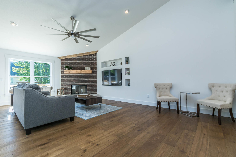 5004 Bud Thompson Ct-large-010-17-Living Room-1500×1000-72dpi