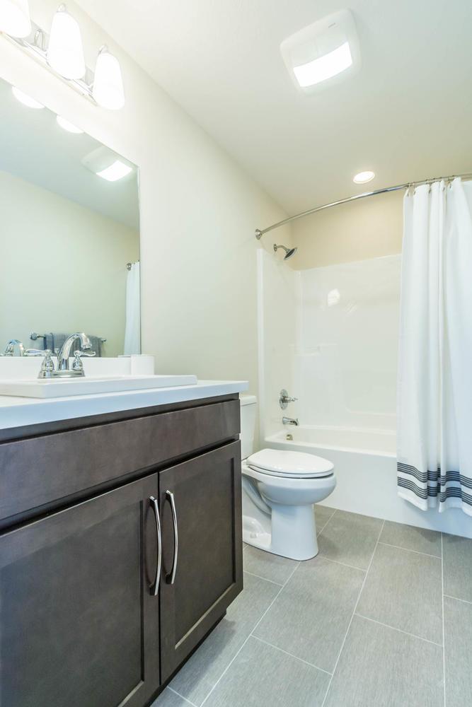 5004 Bud Thompson Ct-large-032-1-Bathroom-667×1000-72dpi