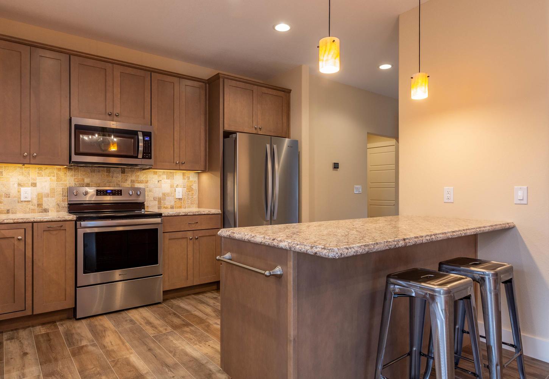 157 W Hilltop Lane Nashville-large-014-91-KitchenBreakfast Bar-1450×1000-72dpi