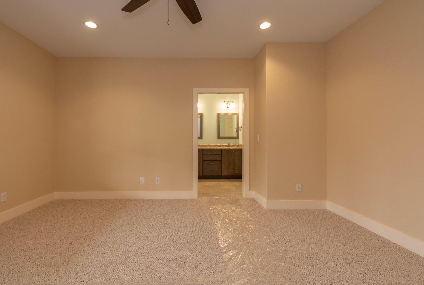 157 W Hilltop Lane Nashville-large-026-101-Master Bedroom-1489×1000-72dpi