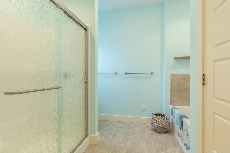 157 W Hilltop Lane Nashville-large-029-102-Master Bath-1500×1000-72dpi