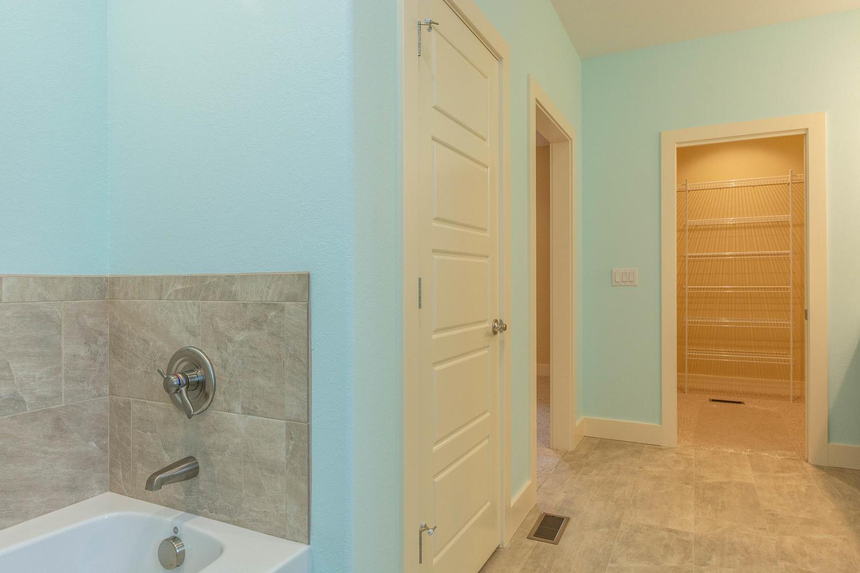 157 W Hilltop Lane Nashville-large-030-100-Master Bath-1500×1000-72dpi