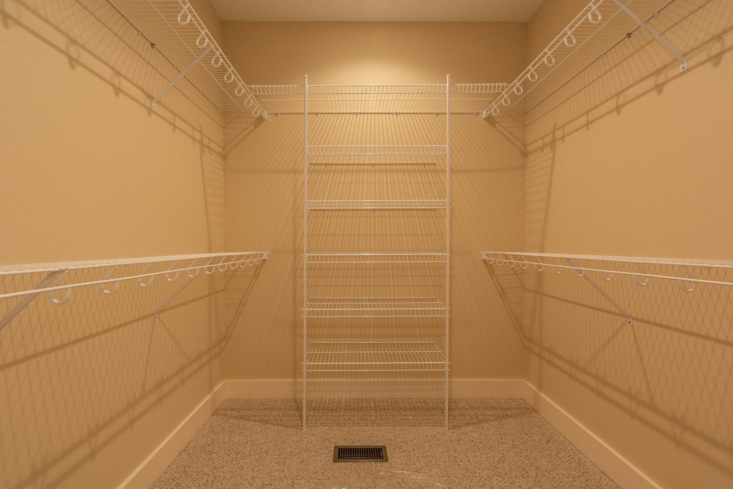 157 W Hilltop Lane Nashville-large-031-110-Master Closet-1500×1000-72dpi