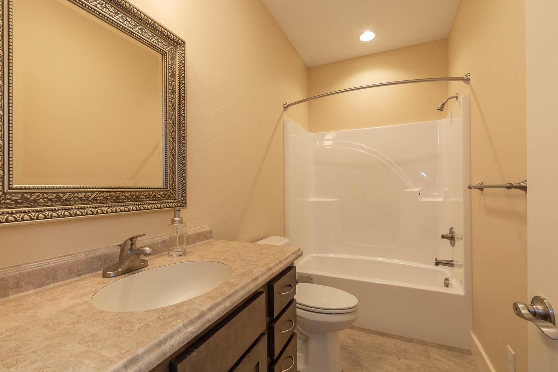 157 W Hilltop Lane Nashville-large-034-99-Bathroom-1500×1000-72dpi