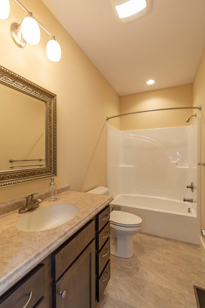 157 W Hilltop Lane Nashville-large-035-84-Bathroom-667×1000-72dpi