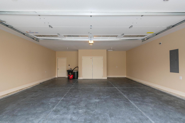 157 W Hilltop Lane Nashville-large-042-25-Garage-1500×1000-72dpi
