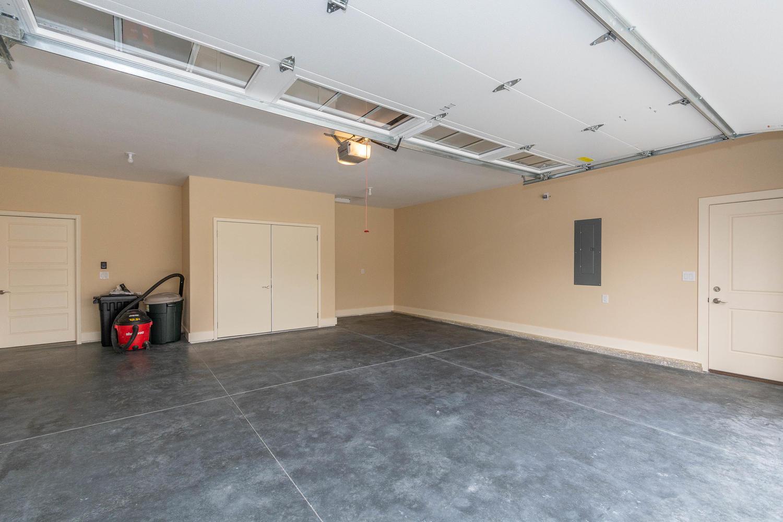157 W Hilltop Lane Nashville-large-043-39-Garage-1500×1000-72dpi